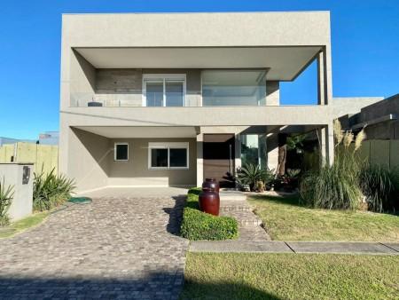 Casa em Condomínio 4 dormitórios em Capão da Canoa   Ref.: 2121