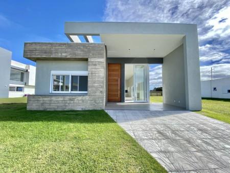 Casa em Condomínio 4 dormitórios em Capão da Canoa | Ref.: 2182