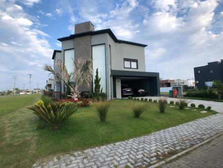 Casa em Condomínio 4 dormitórios em Capão da Canoa | Ref.: 2193